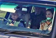 Nữ hoàng Anh 90 tuổi lái xe đi picnic