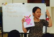 Cô gái Việt Nam dạy tiếng Anh cho học sinh Trung Quốc