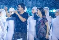 Live show 6 tỷ đồng của Việt Hương: Nước mắt rơi trong mưa