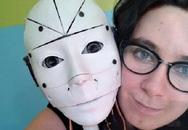 Sợ tiếp xúc da thịt, một phụ nữ muốn kết hôn với robot
