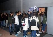 Noo Phước Thịnh bị fan vây kín tại Hàn Quốc