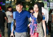 Vợ chồng Công Vinh - Thủy Tiên đượm buồn, âm thầm rời sân bay