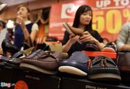 Ùn ùn mua sắm trong ngày hội siêu giảm giá