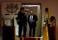Tổng thống Pháp Hollande đặt chân đến Hà Nội