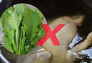 Sai lầm gây hại sức khỏe từ thói quen dùng nước luộc gà để nấu canh cải