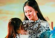 Ngọc Hân bật khóc trước nghị lực của cô gái mắc bệnh hiểm nghèo