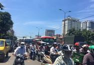 Hà Nội: Cột điện bốc cháy dữ dội, đường Giải Phóng ách tắc