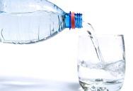 Điều gì đang rình rập bạn từ bình đựng nước bằng nhựa tái chế vẫn uống hàng ngày?
