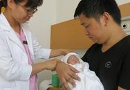 Phẫu thuật cứu sống bé gái sơ sinh nội tạng nằm ngoài ổ bụng