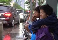 Cảnh 2 đứa trẻ ngủ co ro trong cái lạnh Sài Gòn, không nhà cửa, không cha mẹ