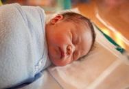 Quấn tã chặt khi trẻ ngủ: Sai lầm nguy hiểm!