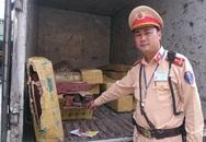 Xe thư báo vận chuyển gỗ lậu hối lộ CSGT
