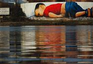 Ứa nước mắt xem tranh graffiti tưởng niệm bé Aylan chết đuối