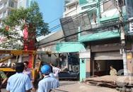Container bất ngờ đâm sập nhà dân, một phụ nữ tử vong