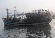 Nổ tàu cá trên biển, 8 ngư dân bị thương nặng