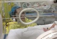 Người mẹ ung thư giai đoạn cuối cố giữ con đã qua đời