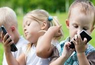 Dùng smartphone quá nhiều trẻ có nguy cơ bị lác mắt