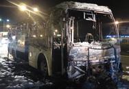 Xe khách 45 chỗ bất ngờ bốc cháy dữ dội trên quốc lộ