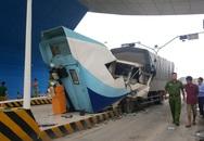 Quảng Ninh: Mất lái, xe tải tông nát cabin trạm thu phí