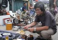 """Ngày đầu năm, hàng trăm người đến chợ đồ cũ """"lục lọi"""" kỷ niệm"""
