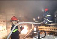 Cháy nổ lớn tại kho chứa gạch men rộng hơn 200m2