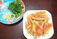 Không cần làm salad cao sang làm gì, dùng cùi dưa hấu trộn chua cay thì ngon giòn hết nấc