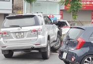 """Hà Nội: Ô tô """"điên"""" gây tai nạn liên hoàn khiến 3 người bị thương"""