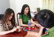 """2 """"kiều nữ"""" bị bắt khi đang """"đập đá"""" trên bờ kênh Hào Thành"""