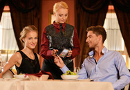 Vì sao các cặp đôi Mỹ đi ăn thường 'tiền ai người ấy trả'?
