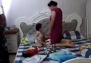 Lắp camera, bố mẹ đau lòng nhìn giúp việc trông con mình