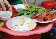 Lão bà tuổi 90 bán nộm sứa: 70 năm nức tiếng Hà Thành