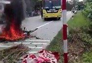 Đâm vào xe khách, một phụ nữ chở bình gas mini bị bỏng nặng