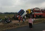 """Hà Nội: Xe container tông xe khách """"bay"""" từ cao tốc xuống ruộng"""