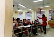 """Hà Nội: Lớp học """"phải che bạt để tránh rét"""" được lắp cửa"""
