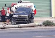 Toyota Fortuner đâm xe máy và hạ gục cột điện, 1 người tử vong