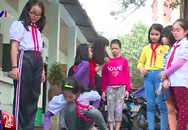 Bé gái 11 tuổi bị mẹ không cho đi học được đưa vào trung tâm bảo trợ xã hội đã nói chuyện nhiều hơn