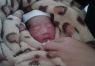 Thái Nguyên: Bé gái mới sinh đỏ hỏn bị bỏ rơi trước cửa nhà văn hóa