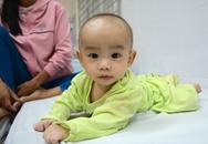 Bé trai 5 tháng thoát nạn kỳ diệu trong tai nạn xe Cúc Tùng
