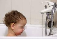 Bố mẹ ra ngoài đánh bạc, bỏ mặc con 19 tháng chết đuối trong bồn tắm