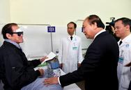 Thủ tướng Nguyễn Xuân Phúc: Bệnh viện Mắt T.Ư cần chú trọng đào tạo nguồn nhân lực vừa hồng, vừa chuyên