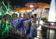 Hải Phòng: Hàng nghìn người đội mưa xem hoa anh đào Nhật Bản