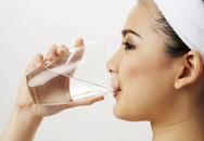Nguy hiểm nếu uống nhiều hơn một ly nước trước khi ngủ