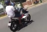 Thanh niên lái xe bằng chân rồi tự hào đăng ảnh lên Facebook bị xử phạt