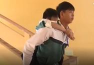 Bộ trưởng GD&ĐT khen ngợi học sinh 8 năm cõng bạn đến trường