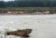Cầu treo gãy đôi, học sinh rơi xuống sông mất tích