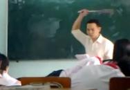 Chào thầy dạy toán bằng tiếng Anh, học sinh bị đánh