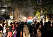 Hàng loạt căn nhà dọc kênh Đôi ở Sài Gòn bốc cháy giữa đêm