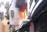 Cứu người phụ nữ ngoại quốc kẹt trong đám cháy ở phố Bùi Viện