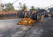 Container đè gãy trụ điện khi xe đầu kéo lật nhào, tài xế thoát chết