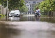 """Người dân Thủ đô vẫn bị nước """"vây"""" mỗi khi mưa xuống"""